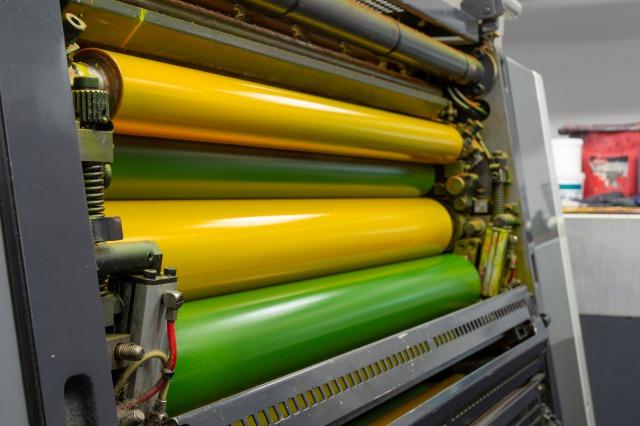 オフセット印刷機で採用されているNBR材質ローラー
