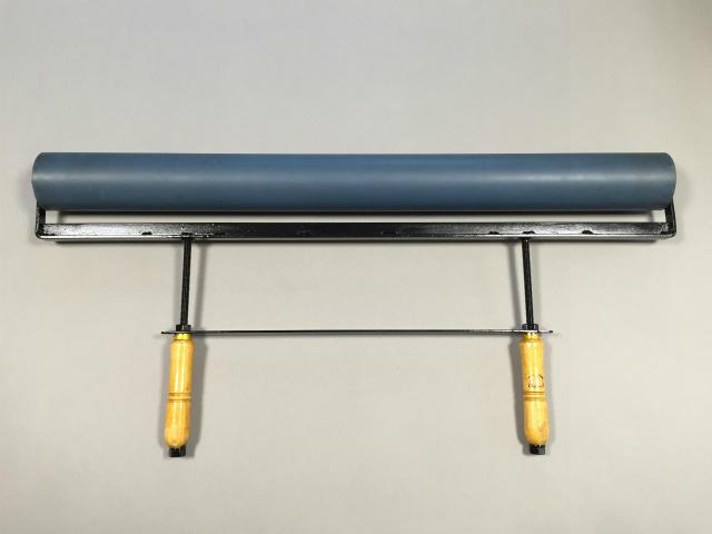 特注製作したφ7cm×75cmゴム手ローラー