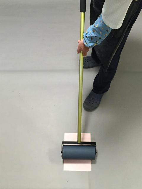 長柄仕様のため立ったまま圧着作業が可能です