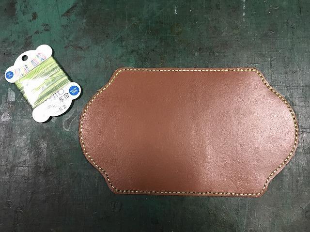 グラデーションの緑糸で縫い作業が完了