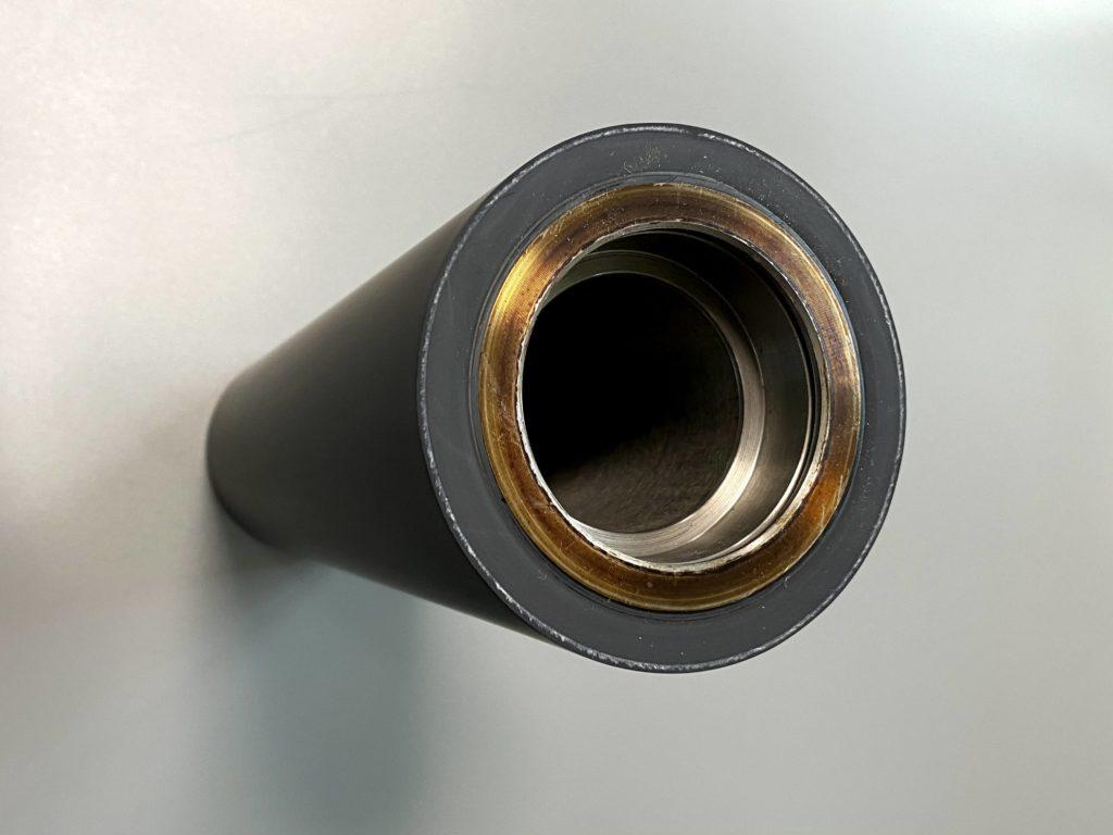 導電性ゴムローラー/鉄芯内部が見える上からの写真