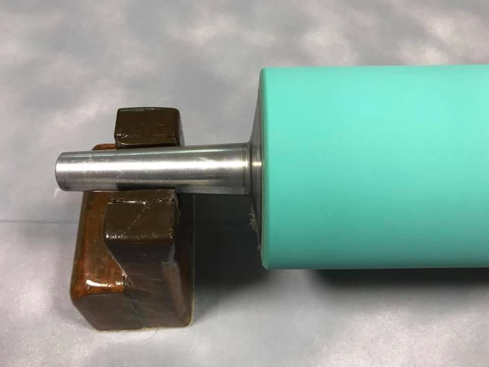 φ11cm×27cm サイズのローラー再研磨加工後 (拡大)