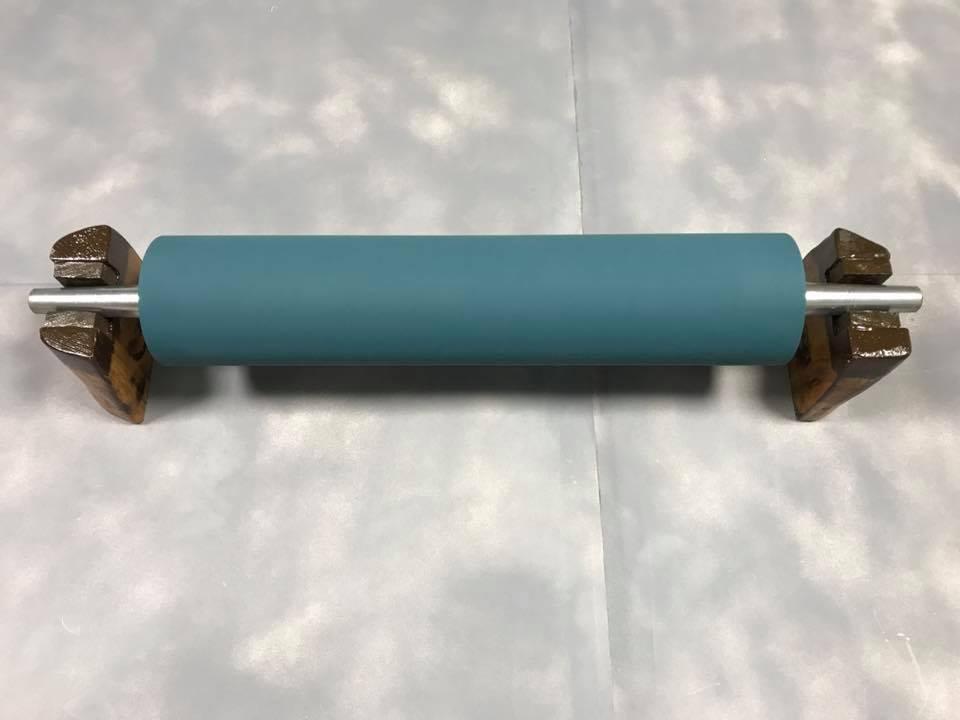 φ11cm×50cm サイズのローラー再研磨加工後