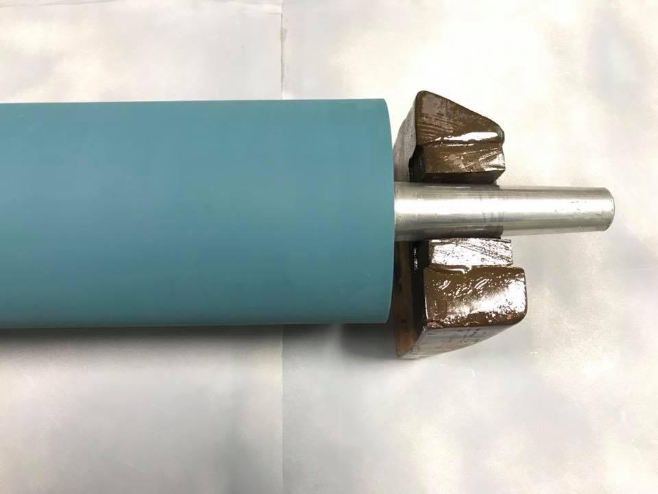 φ11cm×50cm サイズのローラー  再研磨加工後 (拡大)