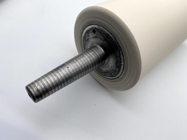 直径13cmの鋼板転圧用ゴムローラー